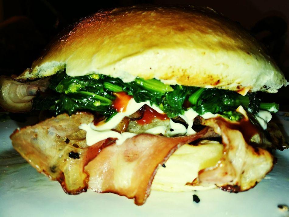 Friariell-burger First Eyeem Photo Burger Food And Drink Friarielli Provola Bacon! Ketchup Mayonnaise Foodporn Sandwiches