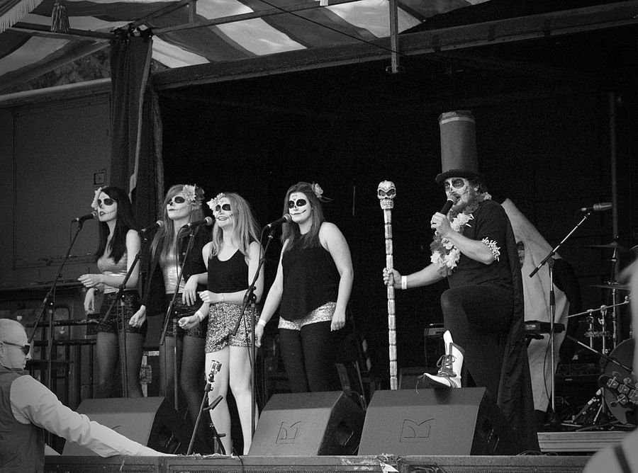 Papa Rob & the Pappettes of Papa Shango @ the Strawberry Fair, Cambridge. https://www.facebook.com/papashangomusic/ Blackandwhite Blackandwhitephotography Cambridge CambridgeStrawberryFair Concert Day Fair Festival Fun Leisure Activity Monochrome Outdoor Outdoor Pictures People Side By Side