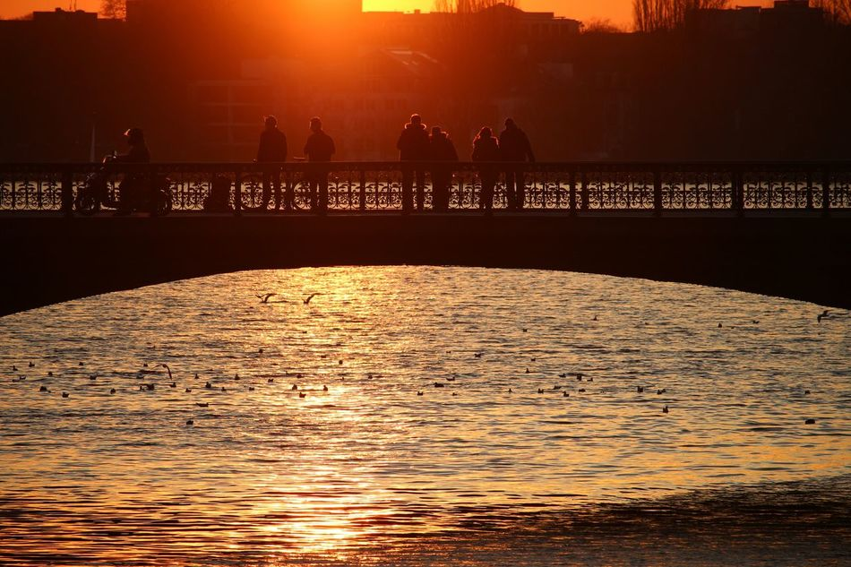 Romantic Sunset Silhuette Silhuette Urban Lifestyle in Hamburg Sundown Couples City View