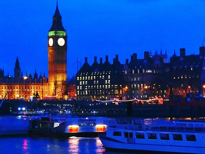Big Ben Thames River Houses Of Parliament London Night Photography Night View Nightphotography River At Night River View Boats Boats And Water Lights At Night