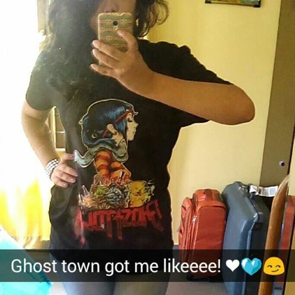 First ghost town tshirt 💙💙 👻👻 in love!! Its kinda really loose tho! Still lovvvvveeee it! 💙❤👻👽 Youresocreepy Ghosttown Creepygirl