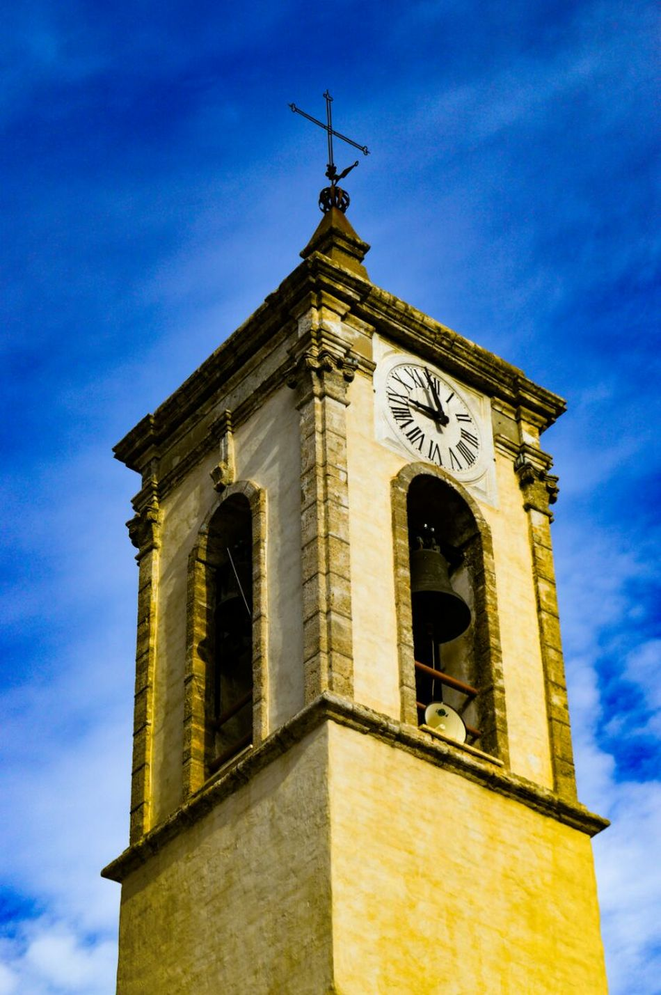 Architecture History Building Exterior Sky Built Structure No People Weather Vane Day Cloud - Sky Clock Outdoors Time Close-up Clock Face Minute Hand EyeEm Gallery Nikonphotography Nikon D3200 Nikon Nikon Photography Architecture Cielo MedievalTown Vintage Vintage Photo