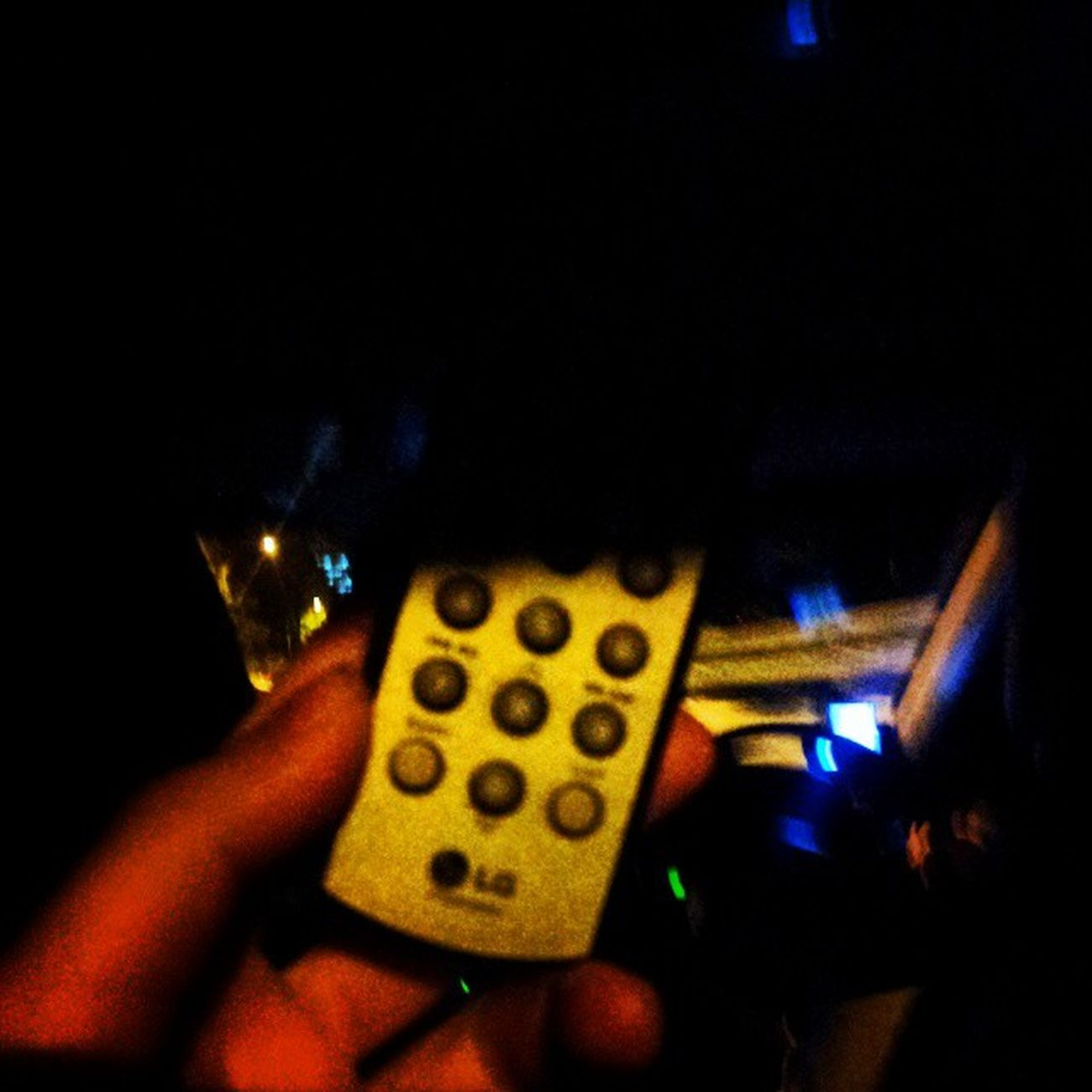 I asked for too much. Cabbie just hand me the remote to adjust my preferred fm and volume. @charissajht Cool uncle uh? Kiss92 Taxi