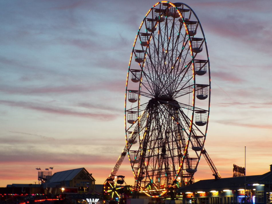 Lights On The Big Wheel Lights On The Ferris Wheel Pier Big Wheel Ferris Wheel Late Evening Tourism Tourist Attraction  Summer Summertime Summer2016 The Essence Of Summer Night Lights Late Evening Sky Miles Away