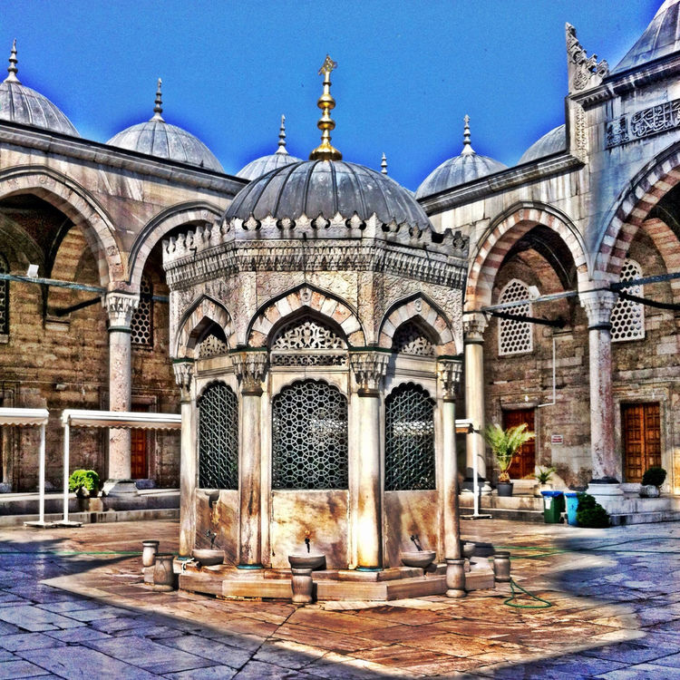 mosque at İstanbul - Turkey by Fabiana Abud