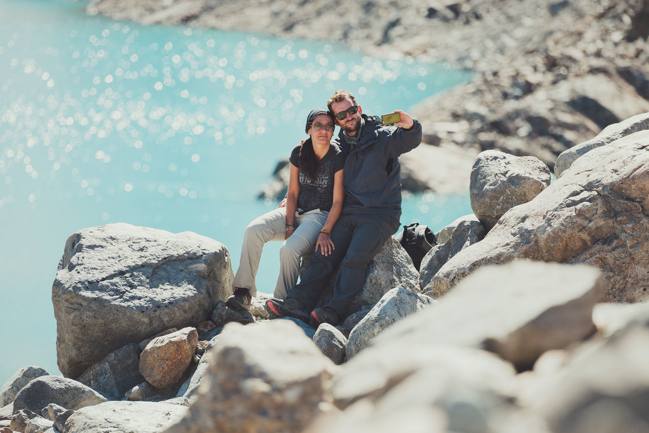 Aventura Beauty In Nature Camera - Photographic Equipment Chalten Hiking Laguna De Los Tres Lifestyles Mount Fitz Roy Outdoors Patagonia Argentina Photography Themes Selfie Selfportrait Togetherness Travel Trekking Two People Vacations Vacations Warm Clothing