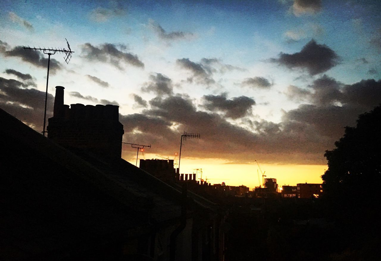 London Skies Scenics Night Sunset Landscape Sky Growth Silhouette Cloud - Sky Beauty In Nature Outdoors Tranquility Architecture Landscape_Collection Clouds And Sky Sky And Clouds Nature Live For The Story Tree No People Travel Photography InTheSky London London Lifestyle Greenwich
