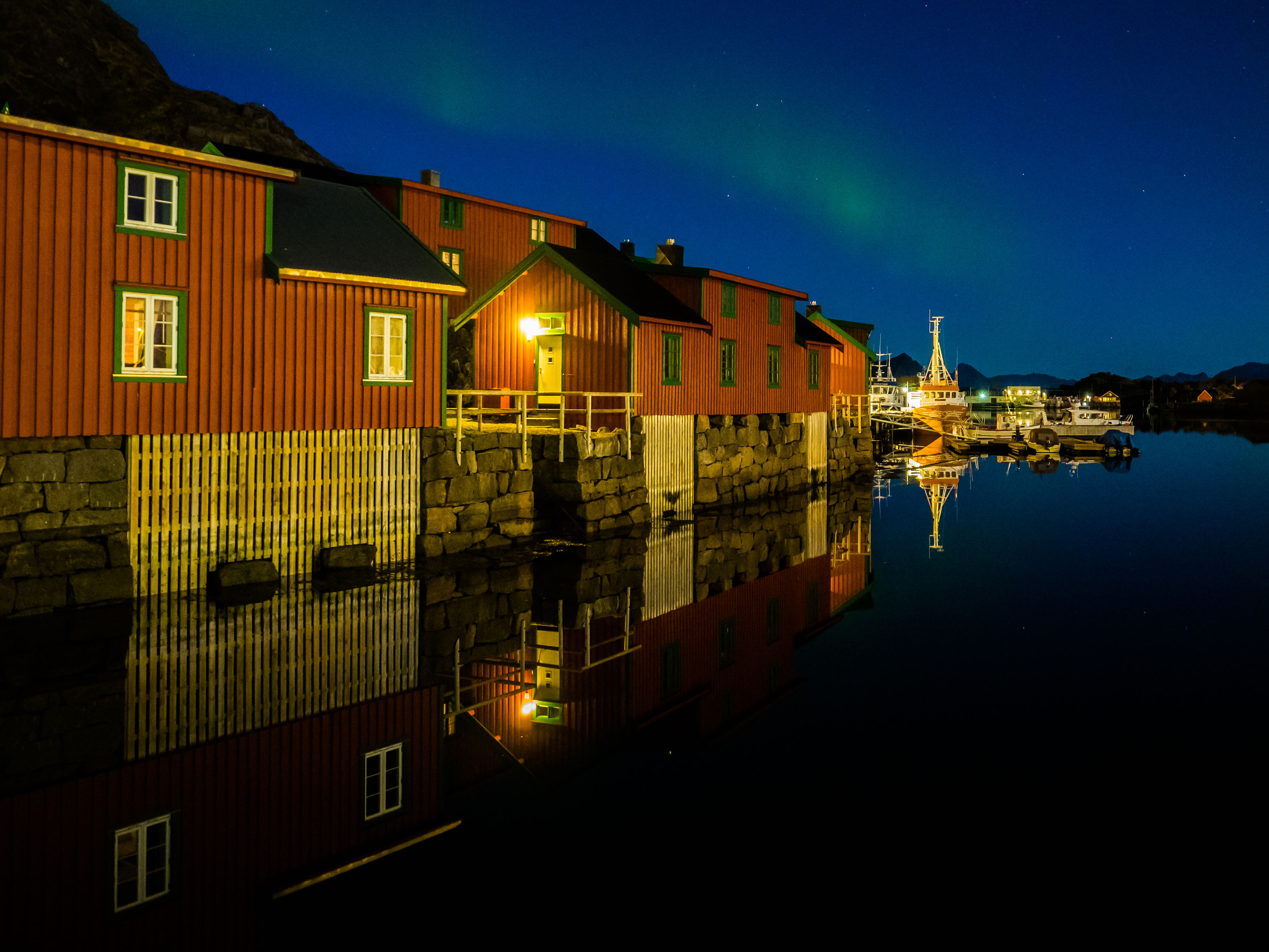 building exterior, architecture, built structure, night, illuminated, reflection, house, water, waterfront, residential building, no people, sky, outdoors, moon, nature, city