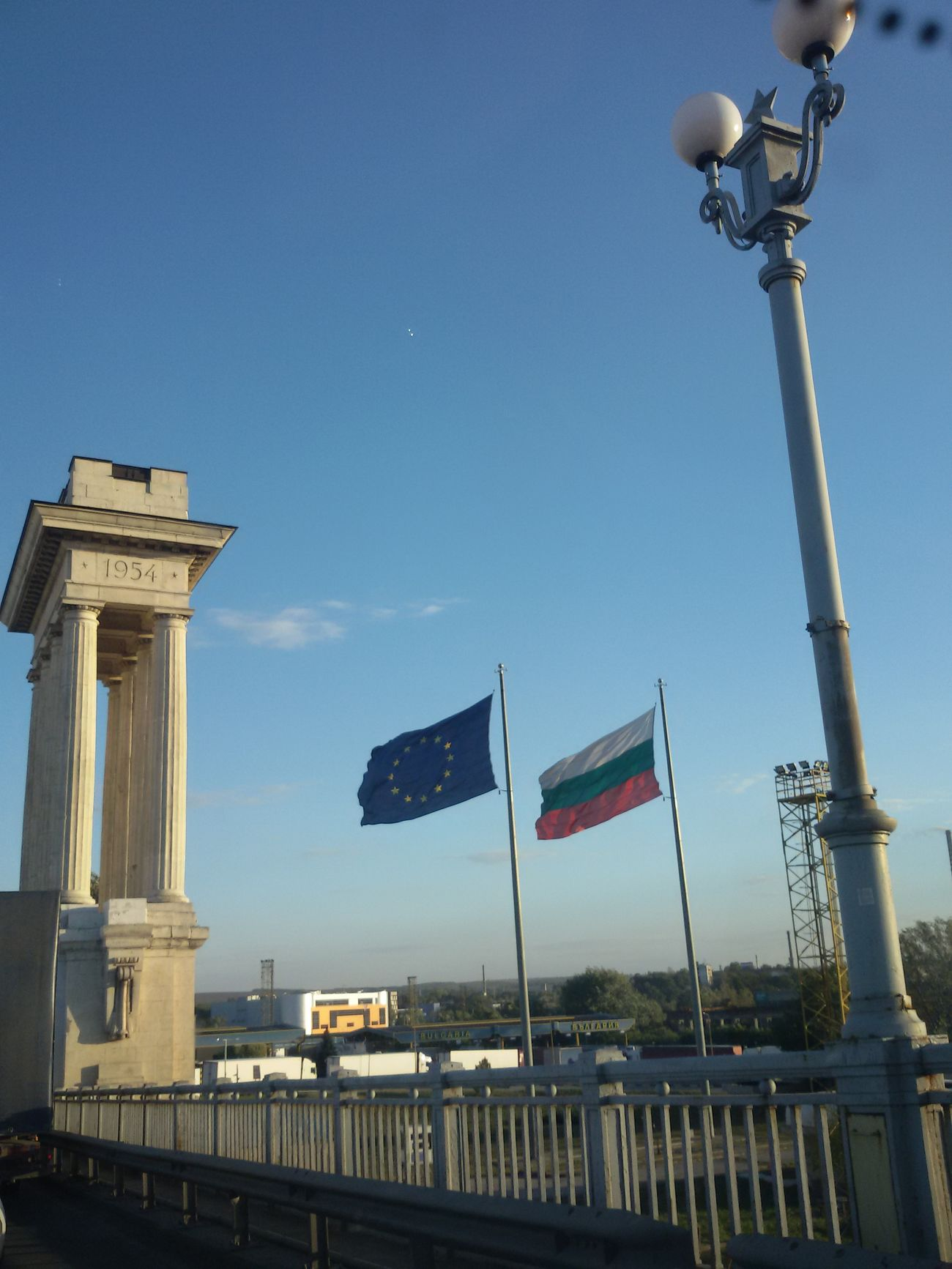 Welcome to Bulgaria Border Nationalflag Borderline Outdoors Hanging Out Drivebyphotography Drive By Shooting Danube Bridge From My Point Of View Check This Out Hello World Eyee4photography Ilovephotography Taking Photos EyeEm Gallery Mobilephotography Ontheroad No People City EyeEmBestPics Enjoying The View EyeEm Best Shots Eyeemphotography Frommycarwindow