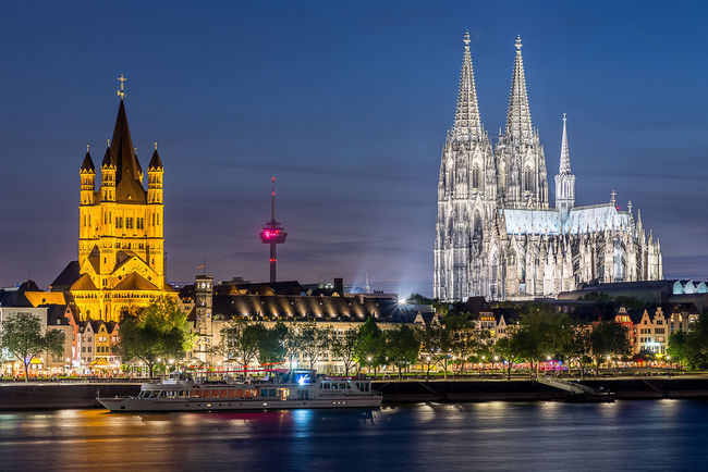 A picture of a wonderful spring night in Cologne ;) Cologne Cologne Cathedral Dom Rhein Nightphotography Night HDR Hdr_Collection The Architect - 2016 EyeEm Awards Langzeitaufnahme Nachtfotografie Architektur Nacht Buildings
