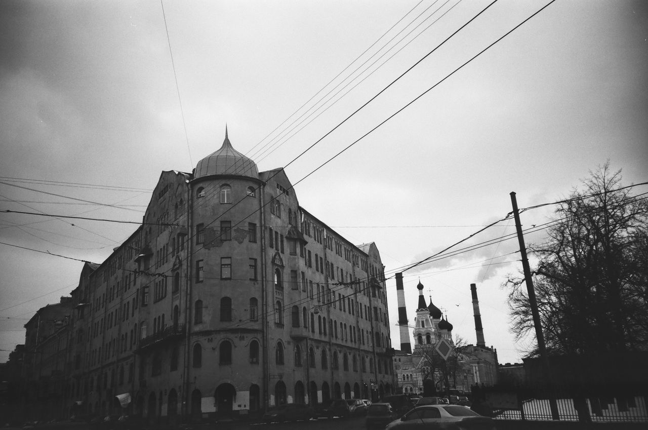 Architecture Built Structure Building Exterior Power Line  Cable Power Cable Outdoors City Life Window Streets Monochrome Photgraphy FiftyShadesOfGrey Monochrome Grayscale 50shadesofgrey Blackandwhite Black And White Facades Saintpetersburg Architecture Anticolors Building Façade Doublecolors Shadow