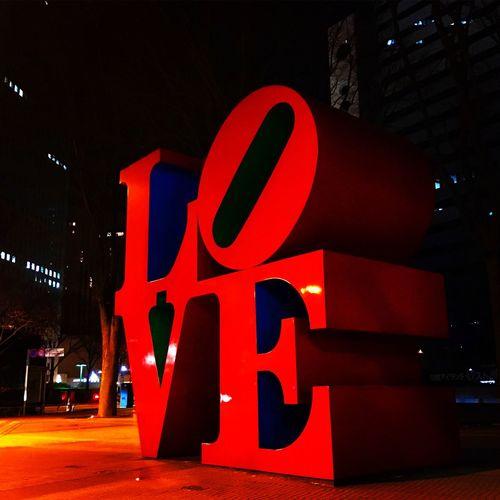 Lovestatue RobertIndiana Tokyo