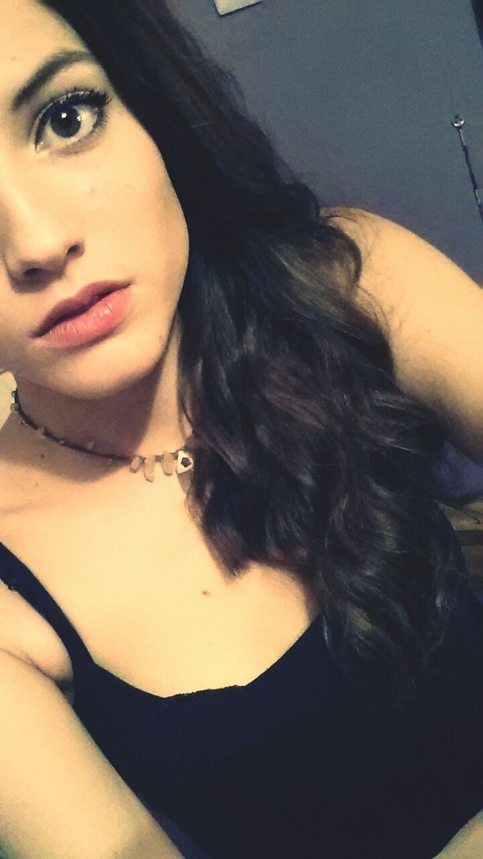 That's Me Wintertime Straightface Pinklips Girl Brunette Selfie
