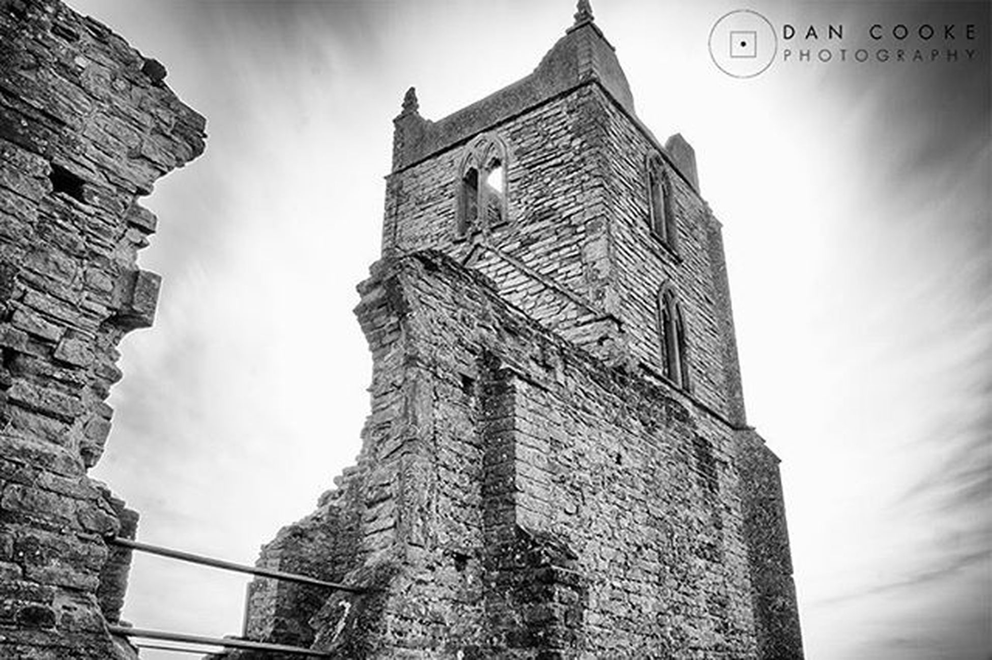 So, thought I'd do some Longexposurephotography at Burrowmump in Burrowbridge this afternoon. I wanted to catch some movement in the clouds above the old church. Longexposure Longexposure_shots Longexpo Amazing_longexpo Weekly_feature Longexposureoftheday Monophotography Monochrome Mono Blacknwhite Englandsbigpicture