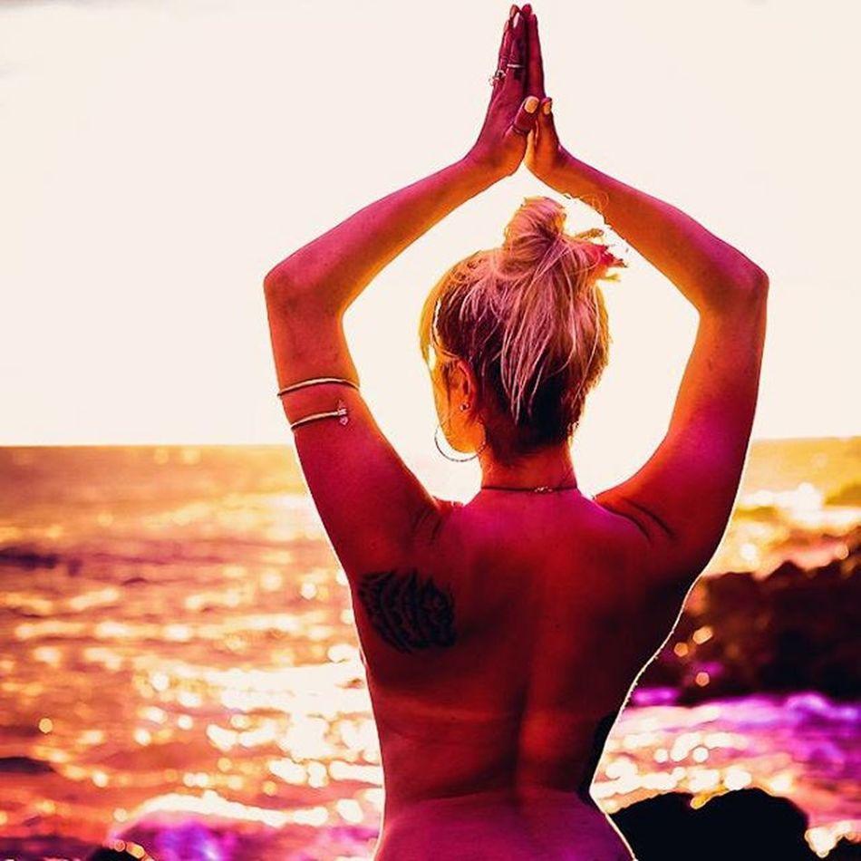 Beautiful Maui Goddess Vixen Befree BeCreative Youonlyliveonce Freethegoddess Amazing Mauiphotography Beautifulgirls Beach Sunset Mermaid Seanymph @teeweava