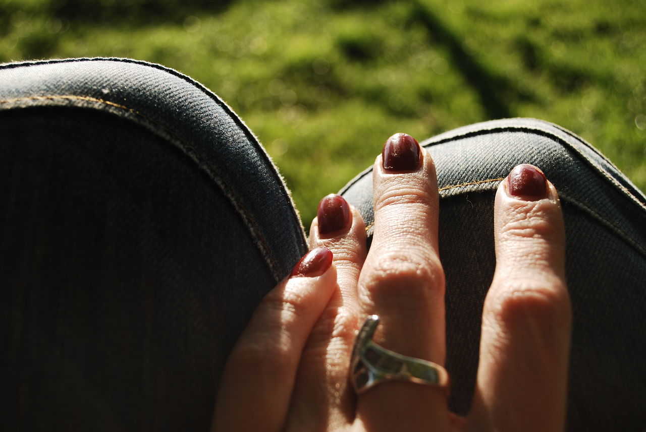Human Body Part Human Hand Close-up Lifestyles Leisure Activity Outdoors Day Nail Polish Rest Time Take A Moment In The Sunshine Knees Hands And Knees Ring Silver  Doni Jeans
