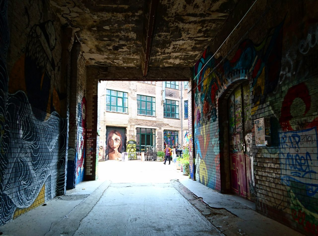 Graffiti Built Structure Architecture Berlin Berlin Style Summer Vibes Graffiti Is Art Graffiti Photography Graffiti Collection Graffitiphotographer Building Exterior Relaxed Moments Hanging
