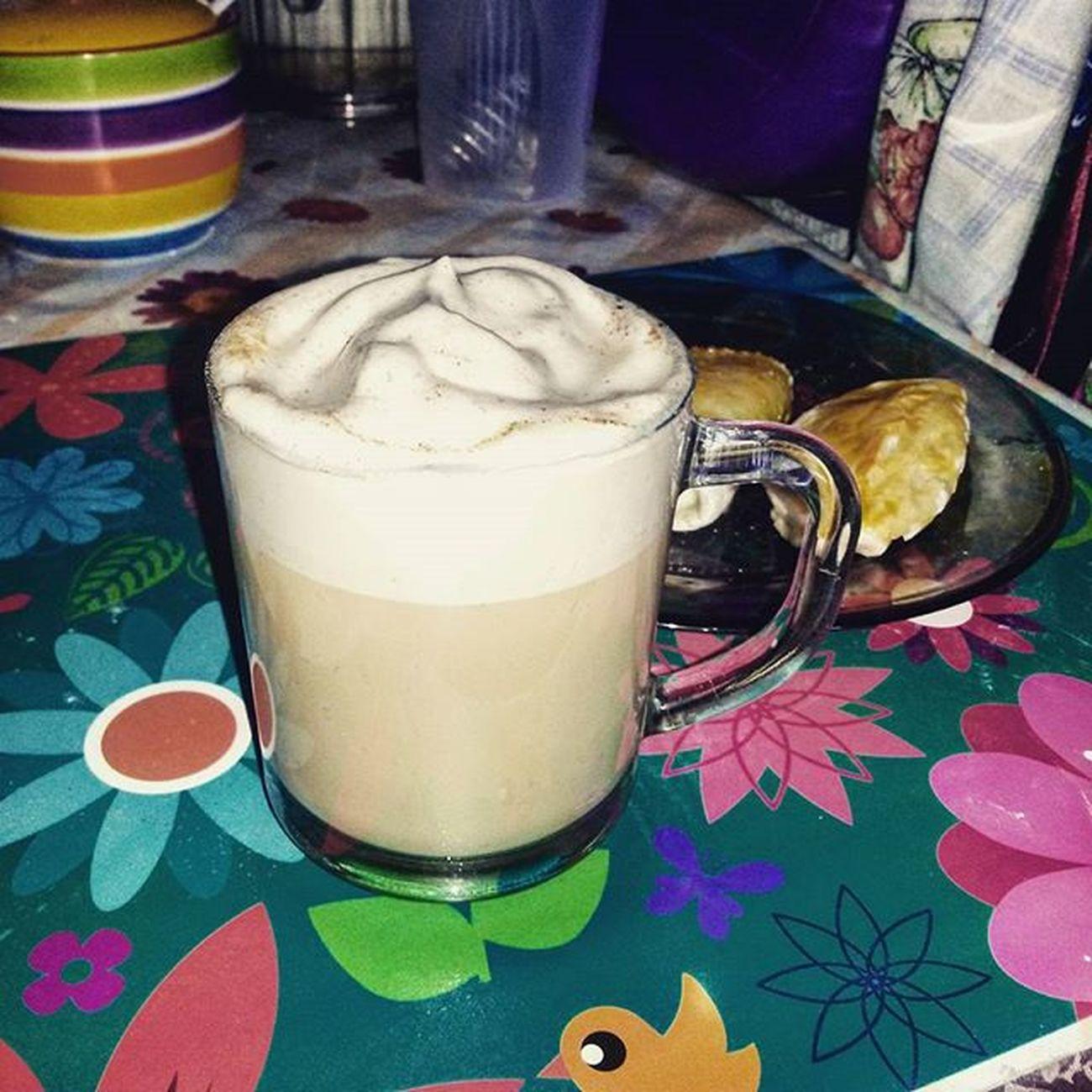 Денёк не оч, погода не радует, но любимые вкусняхи поднимают настроение с самого утра❤🙌 Eating Instafood Coffee Latte Nescafe Breakfast Love Pretty Delicious Mellow пп Fit Body Goodtime
