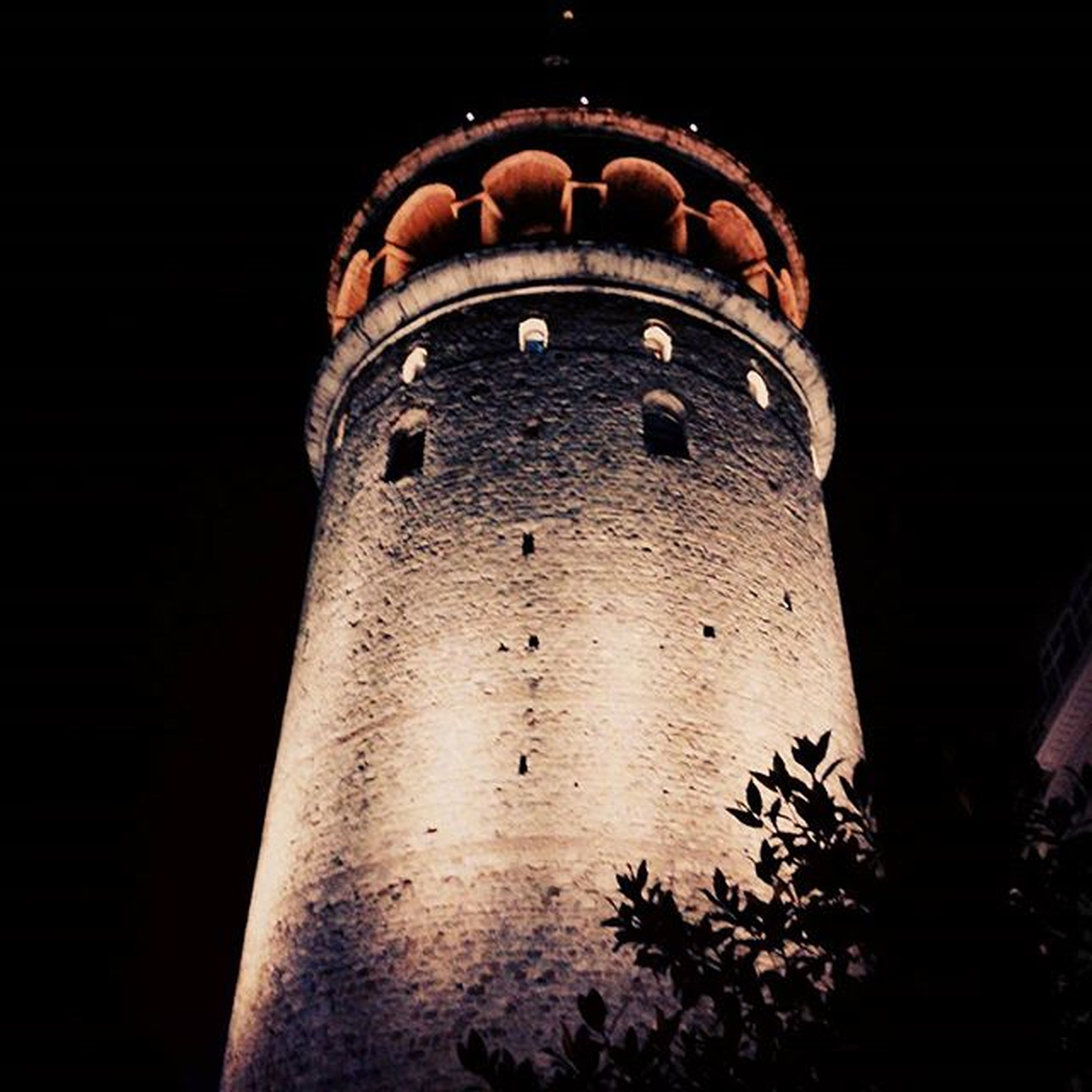 architecture, low angle view, built structure, building exterior, night, arch, old, history, sky, no people, outdoors, clear sky, dark, tower, illuminated, copy space, tree, building, window