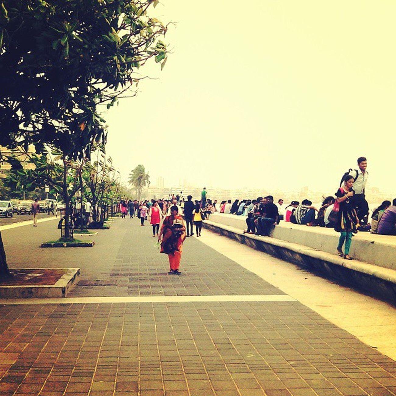 Missing Those  Streets Mumbai Marinedrive Crowd Couples Weather Evening Mumbai Itis  Instamood Instamemories Instashare