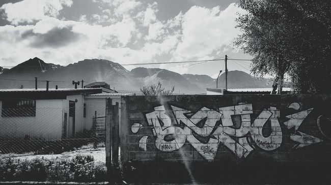 EyeEm Gallery Graffiti Art Graffiti Blackbook Graffiti Photography Blackandwhite Black And White Black And White Collection  Argentina Enyoing The View  Mountain View Streetart/graffiti Streetphoto_bw EyeEm Mountains And Sky First Thing I See HipHop The Hood Life Here Belongs To Me
