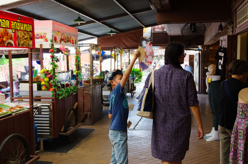 Plearnwan Adult Adults Only Business Business Finance And Industry Business Person Businessman Buying Cultures Customer  Hua Hin Men Occupation Old Times Pentax Pentax K-3 Ll Plearnwan Retail  Small Business Store Thailand Travel Two People Vintage Women Young Adult