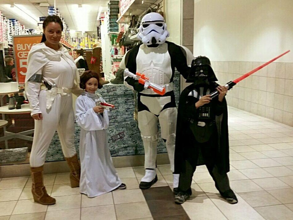 Happy Halloween Halloween Family Starwars Star Wars Darthvader Stormtrooper Princessleia Padmé Amidala Trickortreat 2015
