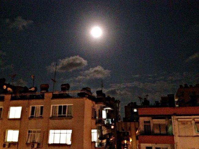 Balkonumdan ay manzarası