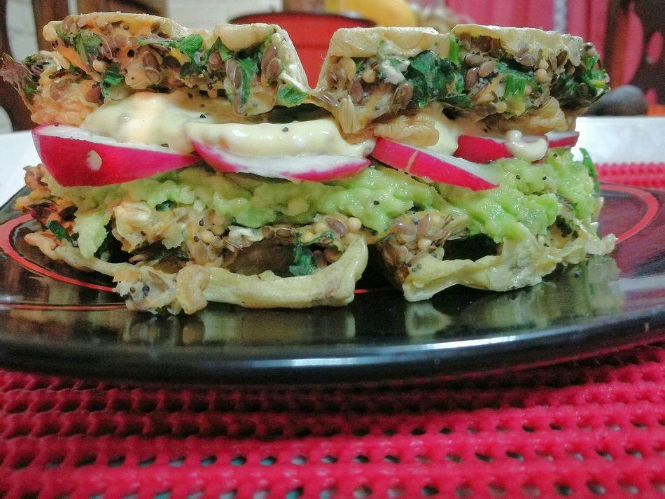Waffle de Semillas sin harinas Saludable Multigrain Waffle Rabano Palta