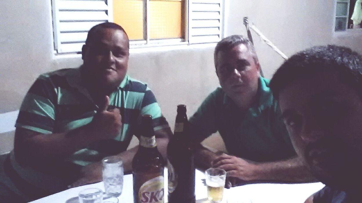 Tomando umas de leves com meus amigos Guto e Julião