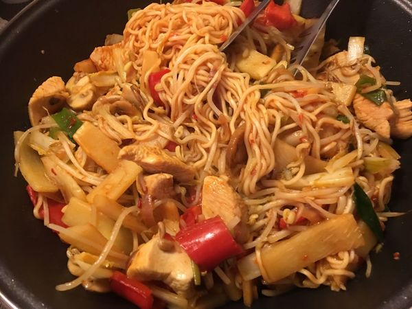 Pfanne Chinesische Pfanne Wok WokTime Pasta Food And Drink Food Freshness Ready-to-eat Noodles Healthy Eating Italian Food Indoors  No People Close-up Serving Size Leckerschmecker Chinesisch Kochen Eyeemfoodlover Eyeemfood Yummi High Angle View Indoors  Freshness Food And Drink