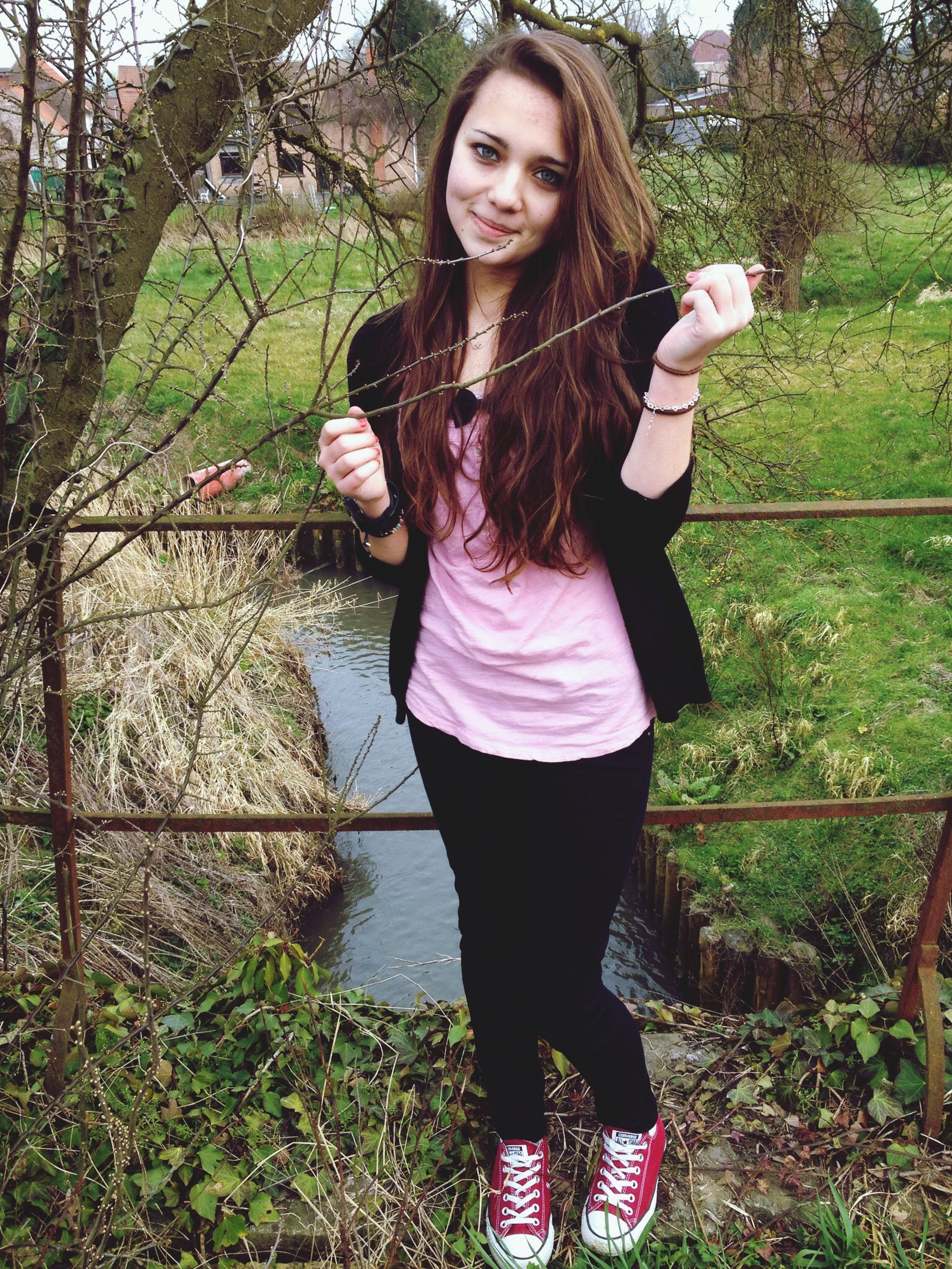 young adult, lifestyles, casual clothing, young women, standing, person, leisure activity, long hair, looking at camera, front view, portrait, full length, three quarter length, tree, smiling, outdoors, day