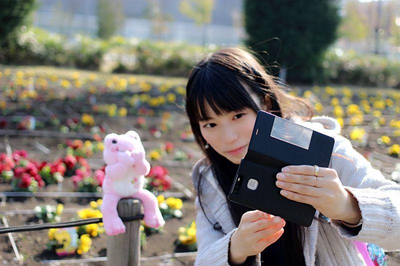 碧木もも MomoAoki 碧木もも Selfy Pickles The Frog One Person People Girls One Girl Only Camera - Photographic Equipment Outdoors