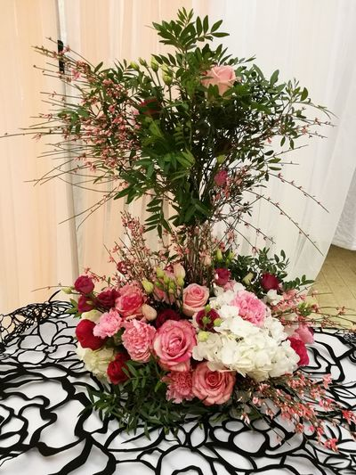 Ma composition florale. Roses Oeillet Sauvage Flower Indoors  Celebration Plant Christmas No People Home Interior