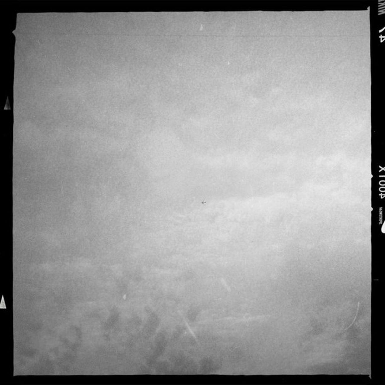 Wenn man genau hinsieht, erkennt man ein UFO! Hipstamatic Adler9009 Aodlx