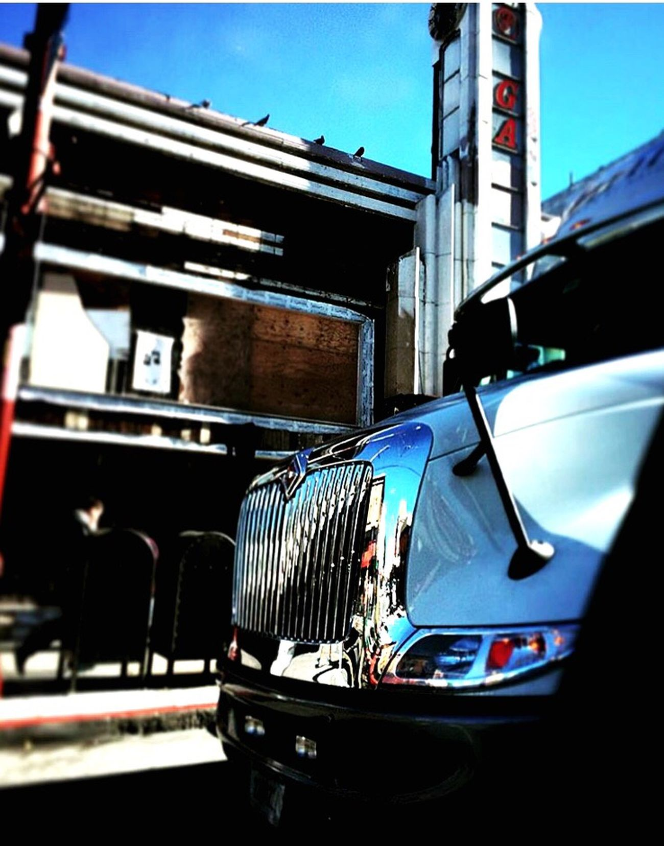 The Drive BIG Semitrailer American Truck Sanfrancisco Urban City Street Light And Reflections