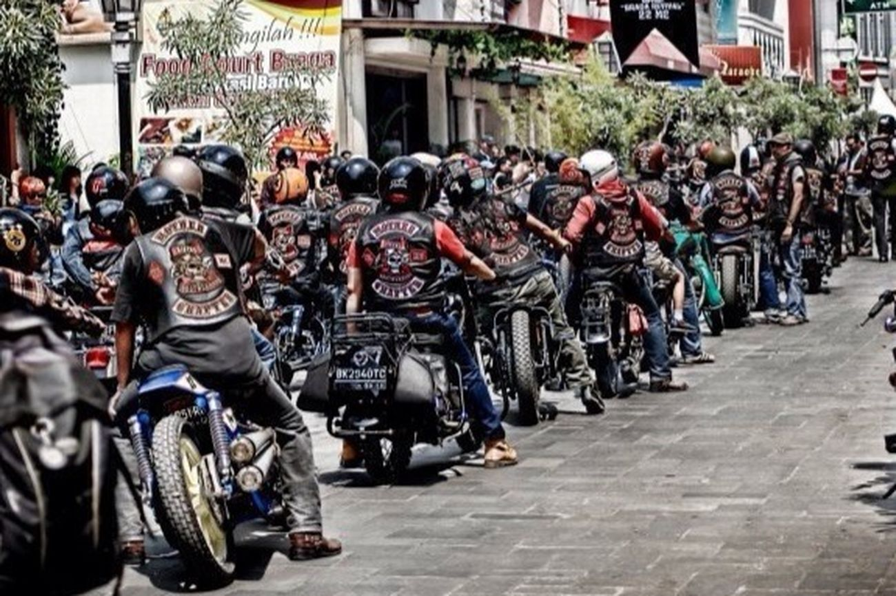 We Are Bikers Brotherhood mc INDONESIA Family Great Atmosphere Brotherhood Forever Forever Brotherhood 2662 Classic Motorcycle Club Harley Davidson Hanging Out Fashion Photography Enjoying Life
