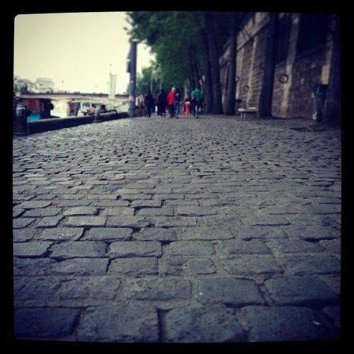 Cobblestone alleyways!!! Lavieenparis Paris Cobblestone Parisianalleyways Nature