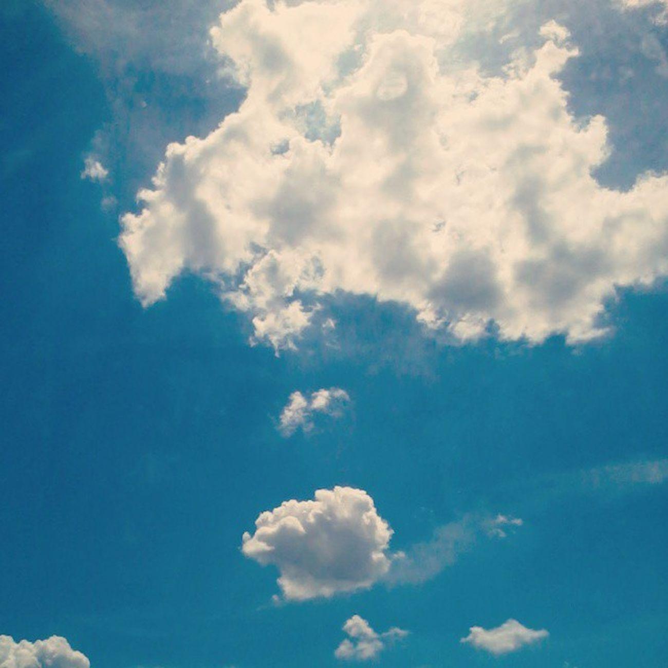 ฟ้าแม่งสวย มันทำให้อะไรๆ รู้สึกดีไปหมดอยากไปเที่ยวววถ่ายรูปเหมือนแต่ก่อนไม่ต้องคิดไรมาแค่เดินไปอย่างที่ใจต้องการ ลืมอะไรๆที่ไม่ต้องคิดให้ปวดประสาท ^_____^
