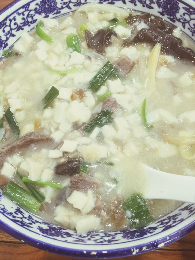 Shaanxi cuisine, mutton bread in the soup.