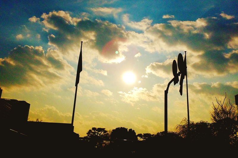 """ねえ、みて!空の世界地図!太陽は、、、"""" 日出ずる国!"""" Creative Light And Shadow Holiday Blue Sky Clouds And Sky Art Sunset Hallo World ヨルトアサガマジワルトキ 空の世界地図"""