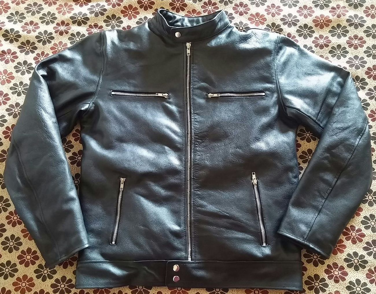 Our own made street fashion jacket for men Casual Clothing Leather Men Street Life Fashion Street Apparel Leatherjacket Jacket Leather Jacket Leather Apparel Streetphotography Fashionblogger Menswear Top - Garment Close-up Jackets