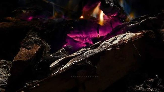 In depth detail of this pic just can't be ignored.. 😍 One of my own favourites. :) Depth Detail Pixels HDR Randoms Nikonphotography Nikon_photographs L820 Nikontop Oldone 2014 Throwback Night_randoms Darkdetails Firewood Nofilter Favourites Photography_love Photographyislife Instadaily Photographybros