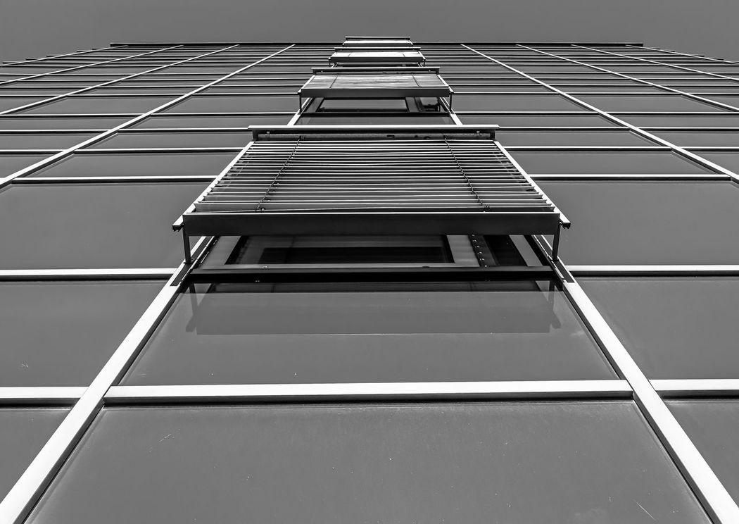 windows Architecture Architektur Black Building Exterior Day Endless Endlos Fenster Gebäude Glass Haus Modern No People Schwarz Up In The Sky Weiss Weiss White Windows Black And White Friday