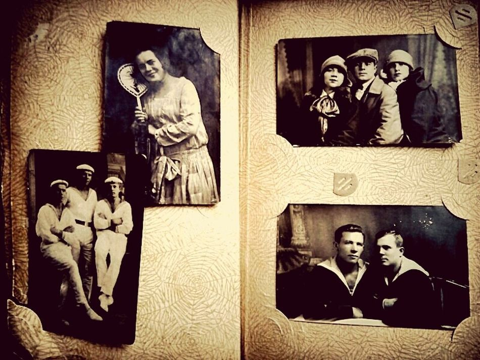 Old Foto  Retro People my grandparents 20 years of the 20th century