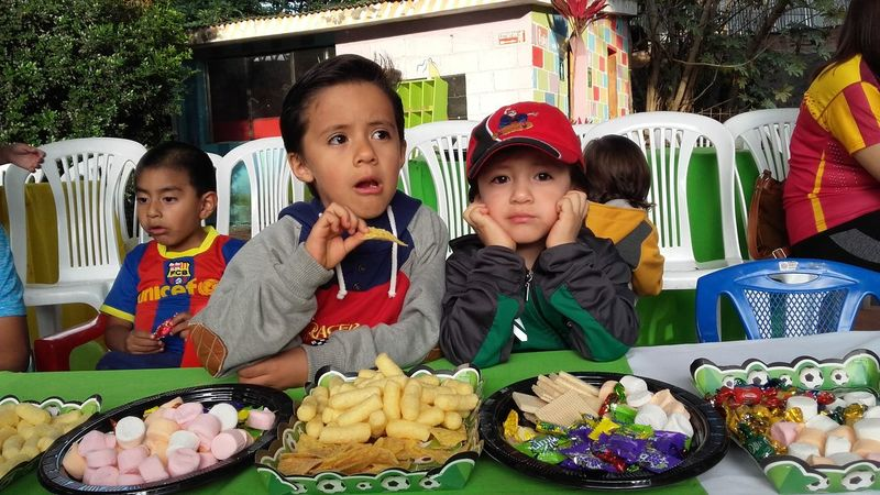 Child Eating Boys Togetherness Children Only Healthy Eating Food People Day Outdoors Relaxing Enjoying Life Hi! Popular Growth Capture The Moment Ecuadoramalavida Primeroecuador Popular Photos Hello World Happiness Childhood Taking Photos Colour Of Life Check This Out Live For The Story