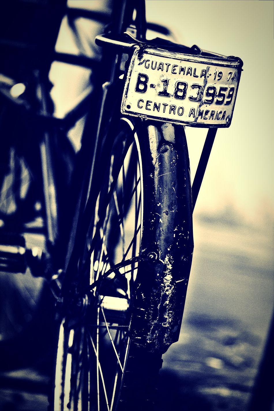 Bicicleta Bicycle Licenseplate Plaça Placa De Carro Old Old Bicycle BLCK&WHT Black And White Black & White Blanco Y Negro Bicicleta Vieja Old Bike Bike Chain Cadena De Bicicleta Fine Art Photography Still Life Urban Photography Street Photography Fine Art Pivotal Ideas Travel