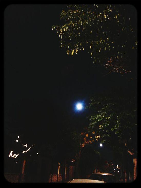 Amb la lluna d'ahir,em despedeixo avui.Bona nit! Bonanit #buenasnoches Nanit Moon Light Goodnight
