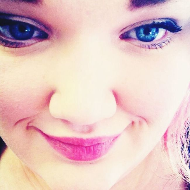 Study in pink Pink Make-Up Smile