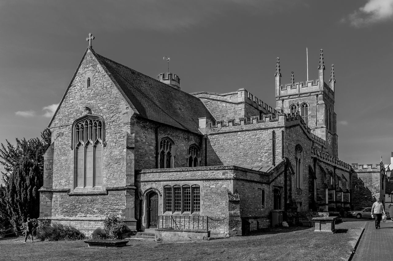 Church of Saints Peter and Paul, Newport Pagnell, Buckinghamshire Churches Church Newport Pagnell Buckinghamshire Monochrome Black And White Architecture